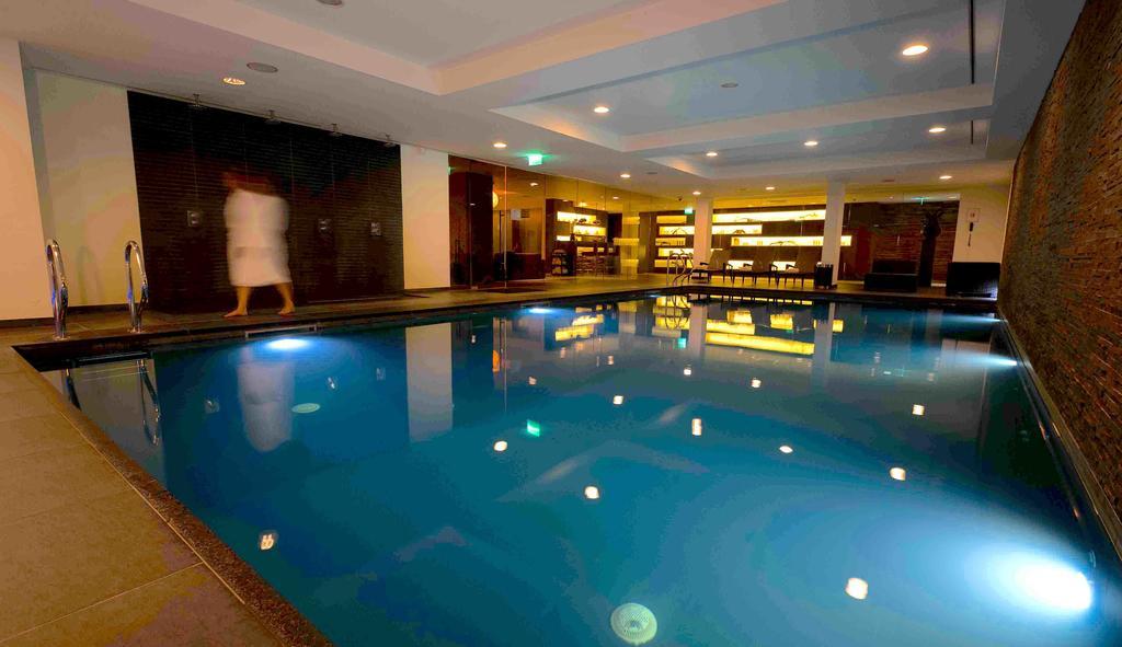 Hotel detail hotelsterren for Zwembad den bosch